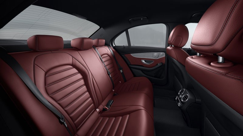 mercedes-c300-amg- hàng ghế sau