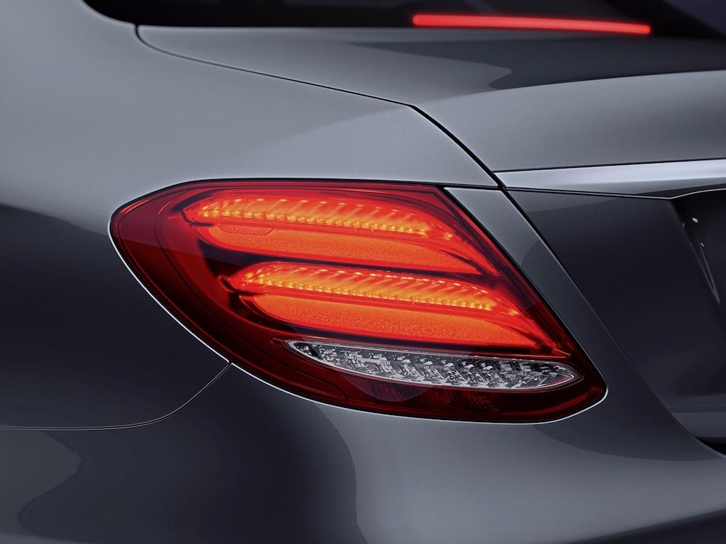 mercedes-E300-AMG-2017- đèn hậu