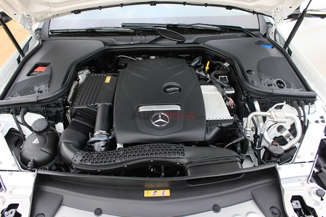 mercedes-E300-AMG-2017- động cơ