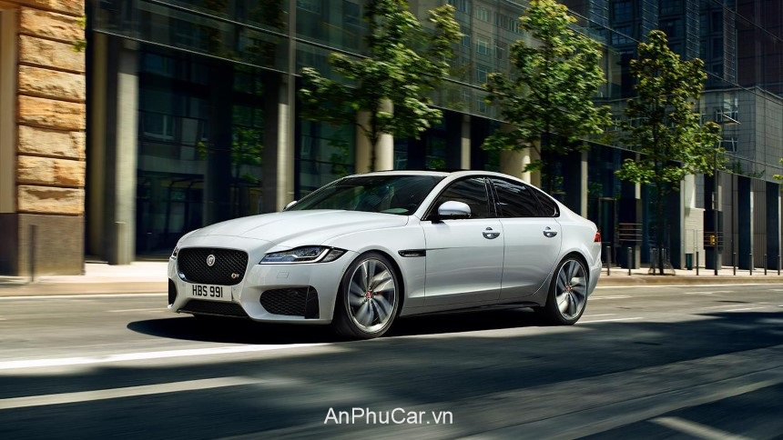 Gia Jaguar XF Sedan 2020 Mau Trang